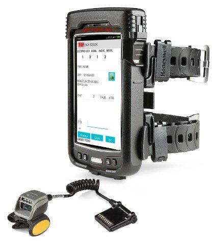 Sistema de gestión de almacenes SGA SACA en un terminal wearable para picking por voz ergonómico